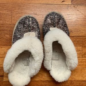 UGGS sparkly sequin rose gold slippers sz 10